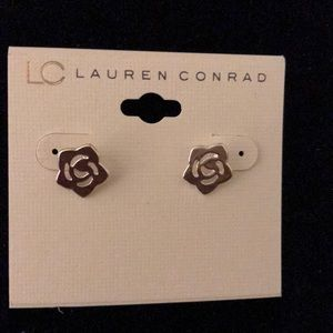 NWT silver flower posts